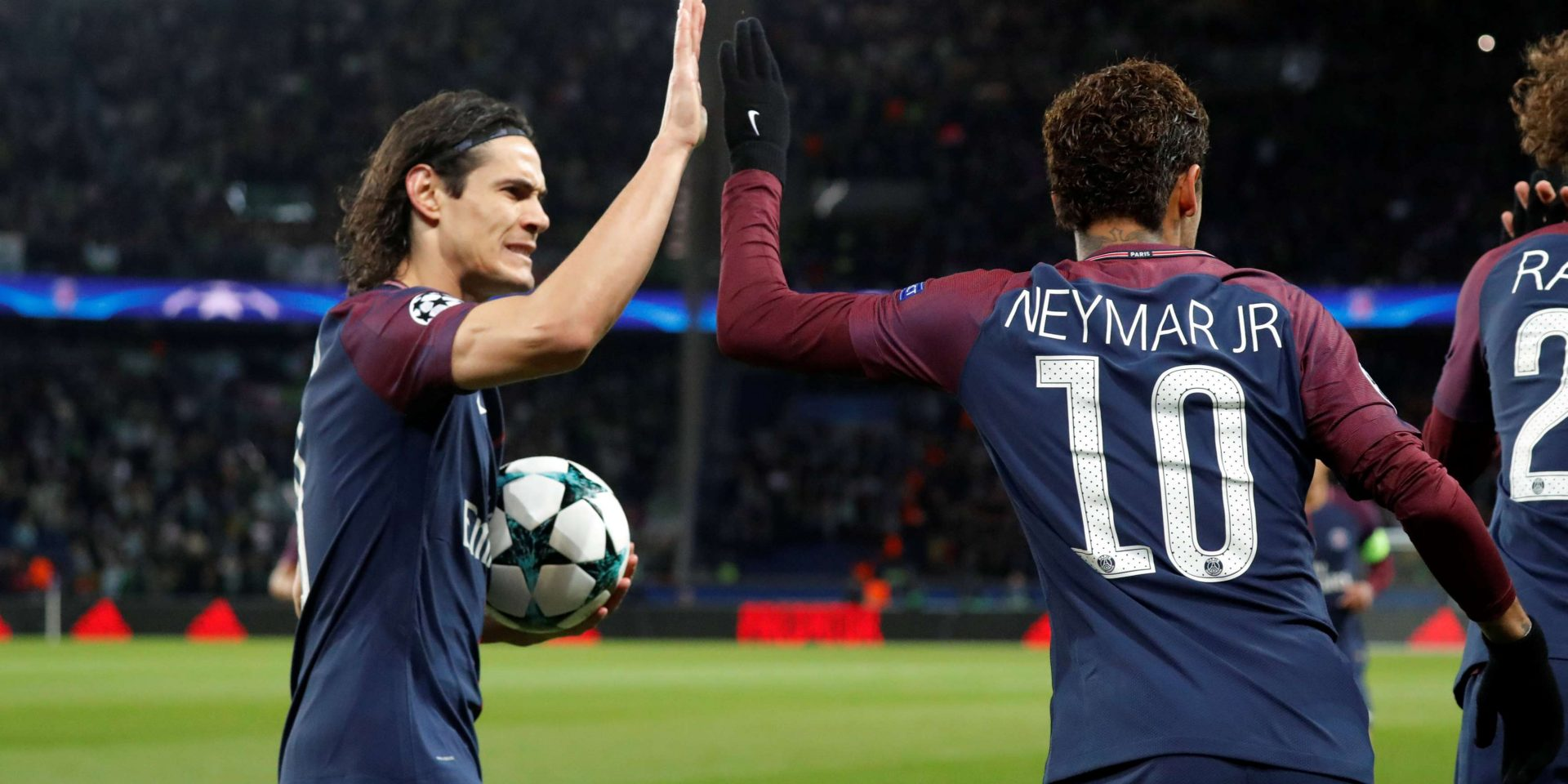 Soccer Football - Champions League - Paris St Germain vs Celtic - Parc des Princes, Paris, France - November 22, 2017   Paris Saint-Germain?s Neymar celebrates scoring their first goal with Edinson Cavani    REUTERS/Charles Platiau